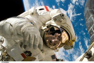 Expertenstatus aufbauen Ein eigenes Buch schreiben Astronaut