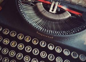 Expertenstatus aufbauen Ein eigenes Buch schreiben Tastatur